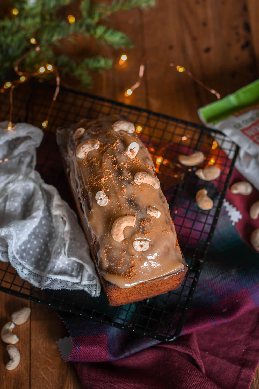 Cake aux épices glaçage à la noix de cajou